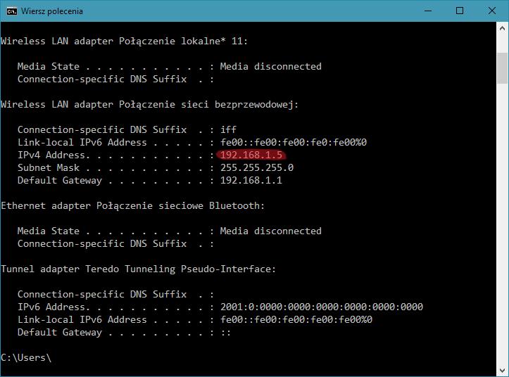 Zrzut ekranu: okno wiersza poleceń wsystemie Windows. Nazrzucie zaznaczony jest adres IP komputera.